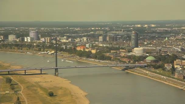 Düsseldorf aus der Höhe des Vogelflugs