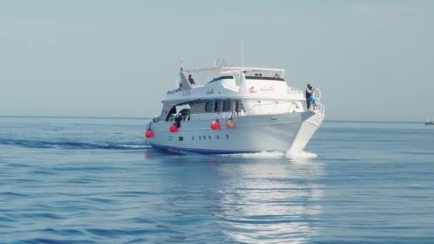 Hurghada, Egypt - 26 únor 2016 potápění lodi na širém moři