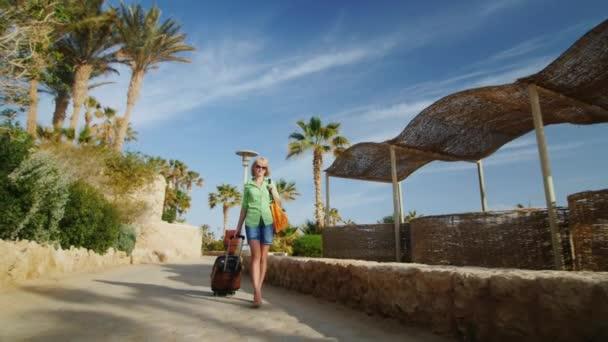 Steadicam výstřel: turista s pytlem platí i pro rekreační oblast v časných ranních hodinách