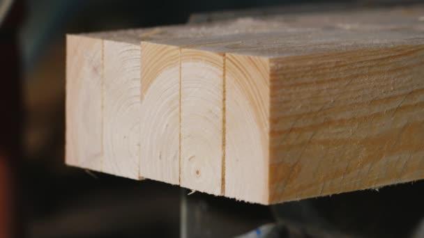 Velké kotoučové pily kusy dřeva, které desky zblízka
