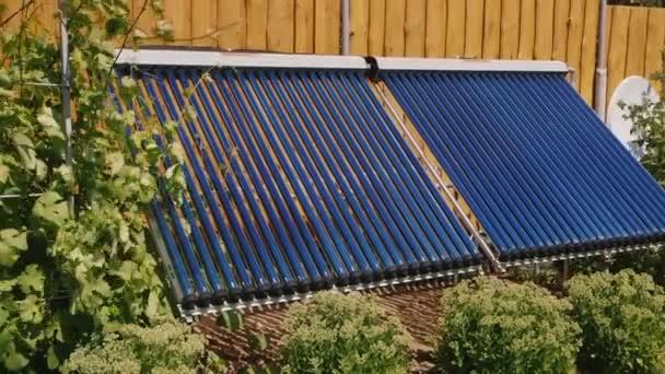 Panel pro vodu, vytápění ze slunečního záření. K ohřívání vody pro domácí použití nebo pro bazén