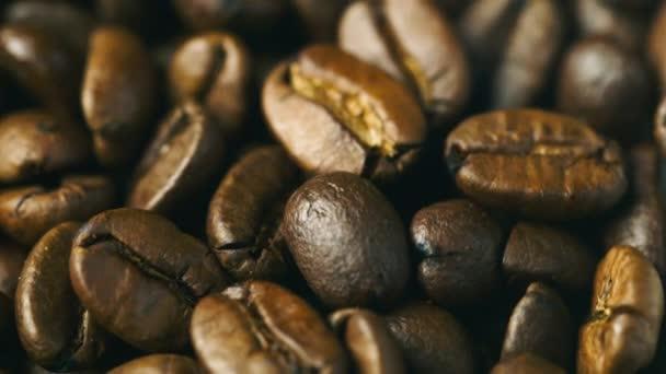 Arabica Kaffeebohnen drehen