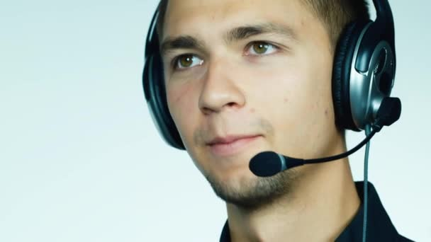 mužské call centrum operátor