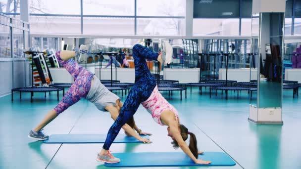 Jóga osztályok az edzőteremben