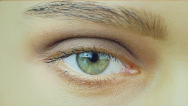 krásné zelené oči detail