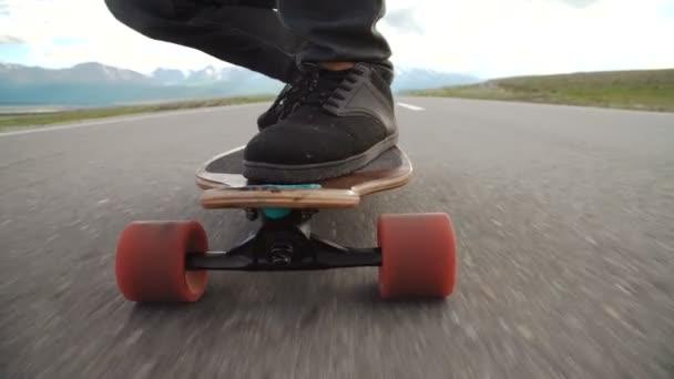 Close-up Skateboarder junge Reiten im freien