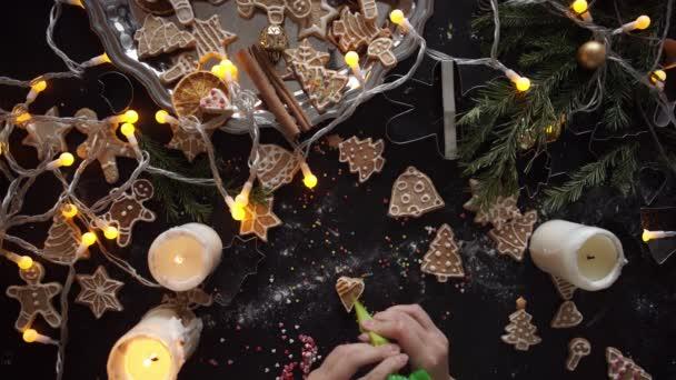 nő kezében. Hagyományos házi készítésű karácsonyi desszert