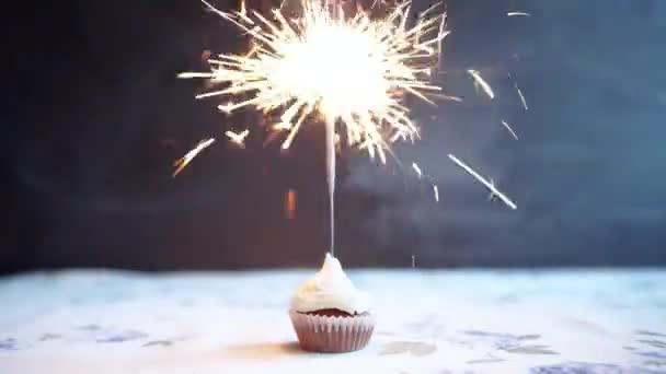Košíček s lukem a svíčka - přání k narozeninám karta svátky.