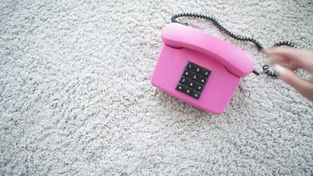 Telefono retrò rosa pastello