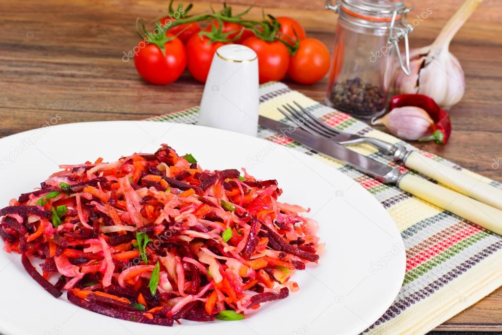 Диетический салат из морковки и свеклы