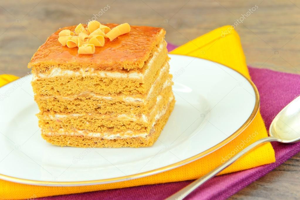 Kuchen Mit Kondensmilch Nussen Und Honig Stockfoto