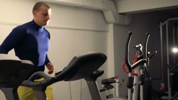 Man doing exercise with racetrack in the modern sport gym 4k