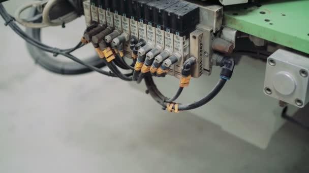 Csatlakozó vezetékek gyártási gép. 4k