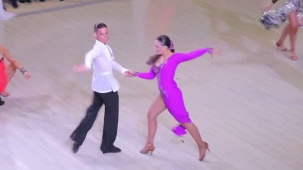 ukraine, ternopil, 12. März 2016: Paar tanzt auf dem Wettbewerb
