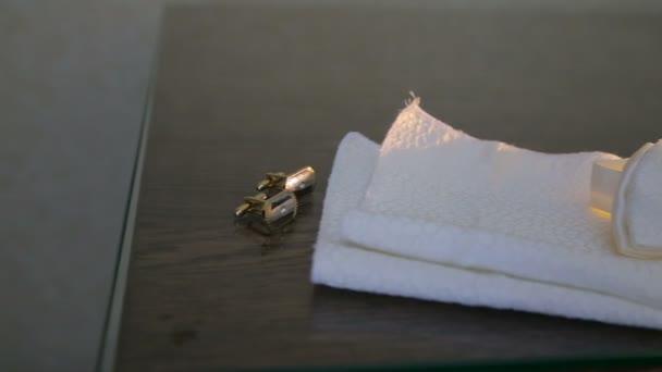 Knoflíčky na stole. Svatební Doplňky