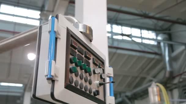 ten panel vysunutí zařízení