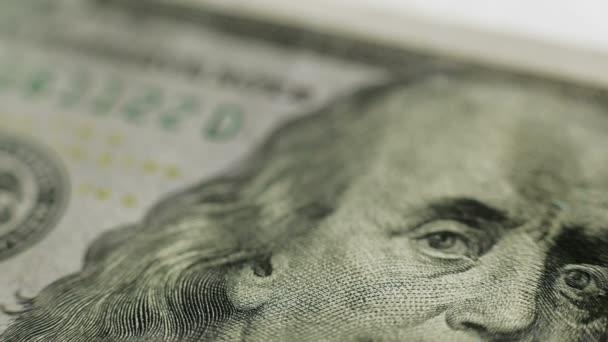 Benjamin Franklin portrét na 100 USD
