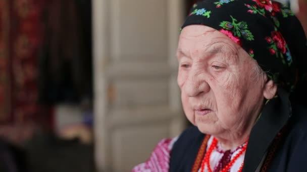 Prohlédni babička v kameře