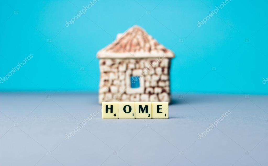 Casa in ceramica con il segno foto stock for Ceramica in casa