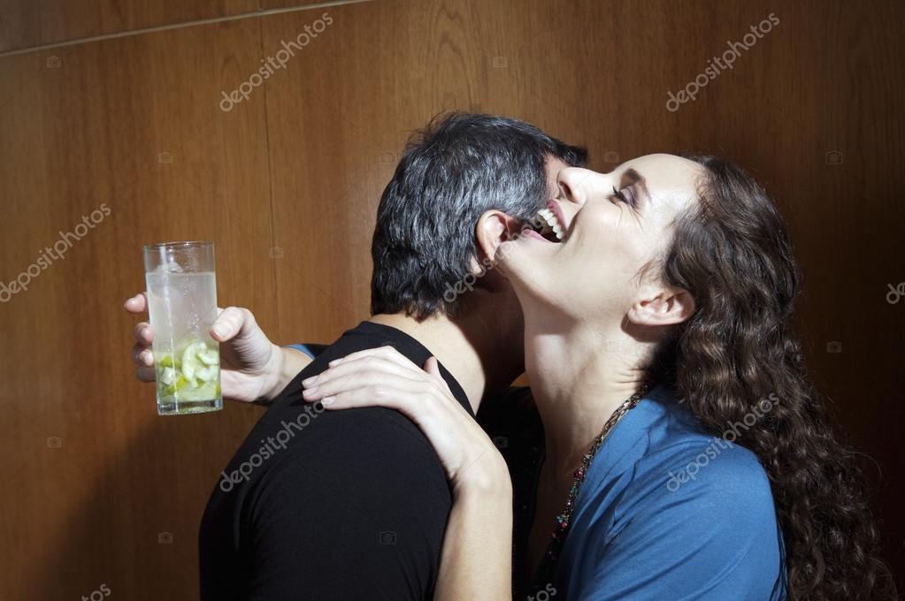 Flirten mit Vergebenen: Wie ein No-Go funktionieren kann | blogger.com