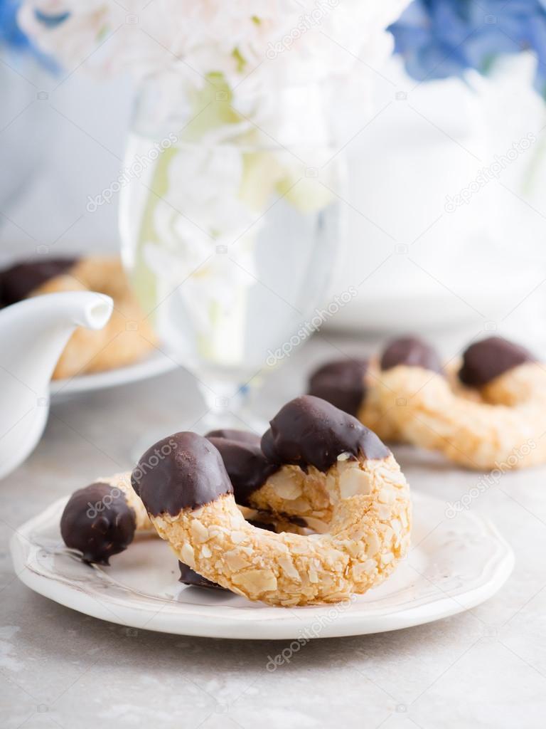 Çikolata Karışımlı Bademli Kurabiye