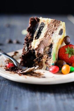 Cheesecake with vanilla and chocolate layers