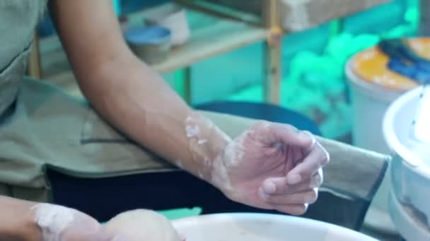 člověk naučit umění keramiky