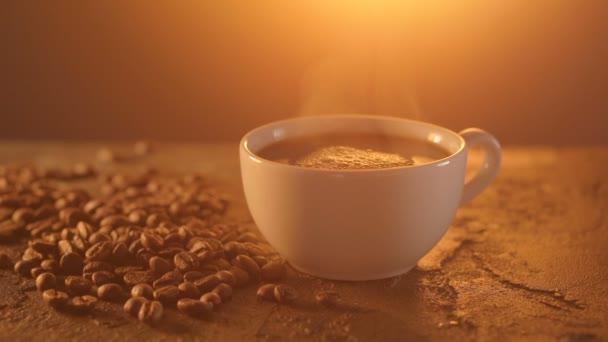 Tazza di caffè e chicchi di caffè sul tavolo texture