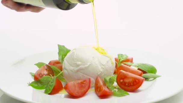 Italské caprese salát s mozzarelou