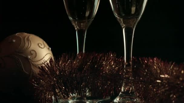 Újévi dekoráció és a két pezsgõspohárnaks ünnepe