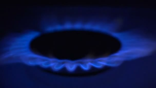 Plynná z kuchyň plynový sporák v pomalém pohybu