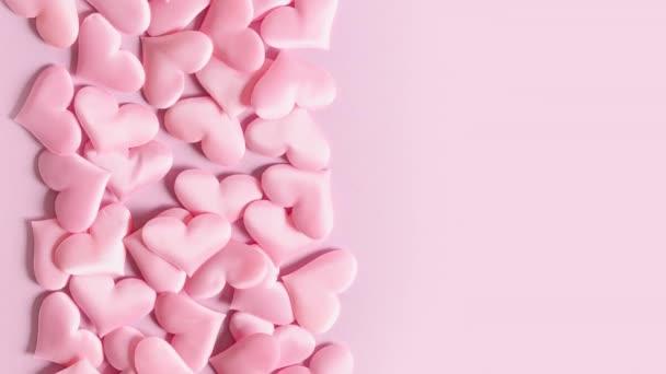 Rózsaszín Valentin nap szív mozog keret rózsaszín képernyőn.