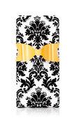 Fotografia Contenitore di regalo del reticolo del damasco con larco dorato isolato su bianco