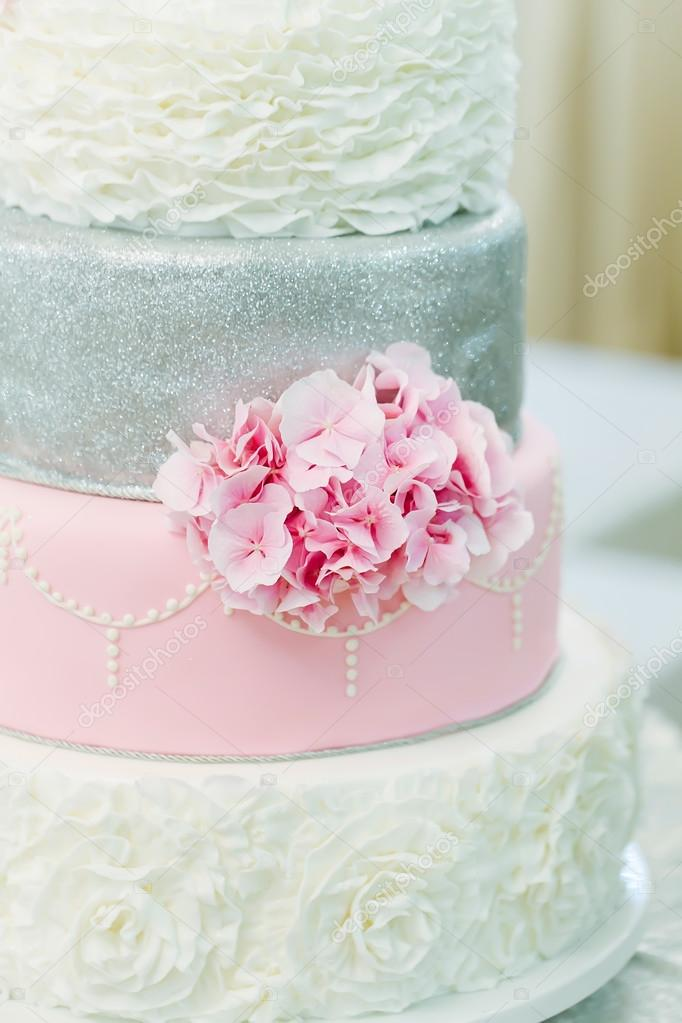 gyönyörű torta képek Gyönyörű esküvői torta, virág — Stock Fotó © Igishevamaria #90063710 gyönyörű torta képek