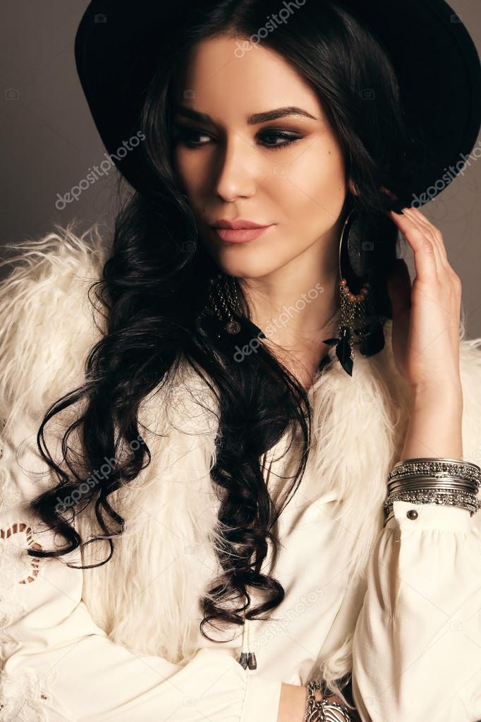 Glamour Kleding.Glamour Vrouw Draagt Elegante Kleding Stockfoto C Dariyad 106643756