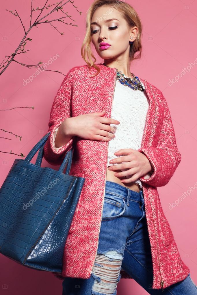 femme magnifique au printemps tenue photographie dariyad 88936666. Black Bedroom Furniture Sets. Home Design Ideas
