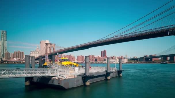 Brooklyn Bridge slunečný den