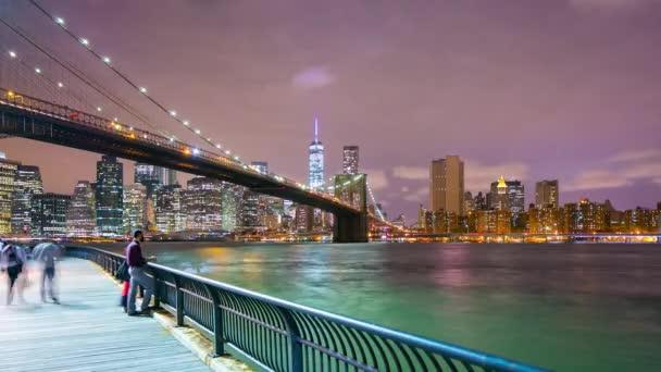 Brooklyn híd éjszakai fény torony