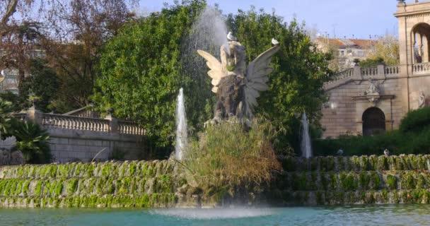 Fontána vodopád park