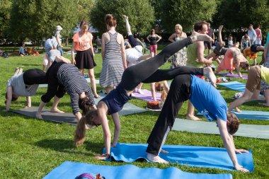Pair yoga park