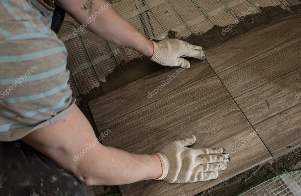 Fußboden Isolierung Verlegen ~ Kachel stilisierte baum auf dem isolierten boden verlegen