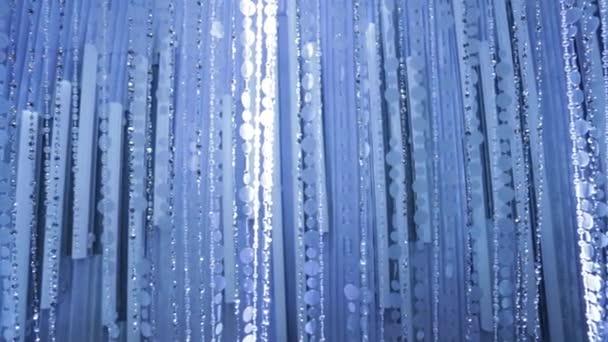 Briliant korálkový závěs s modrými a bílými tóny