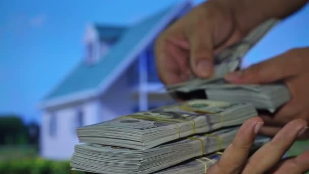 Immobilienmakler erhalten Geld