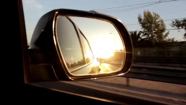 Dálniční cestování ze strany zrcadlo