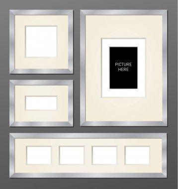 Set of metallic frames