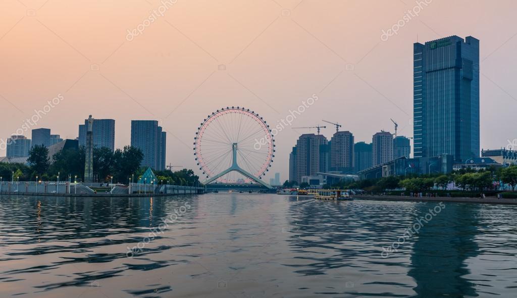 中国天津市に賓川の美しい夜景 —...