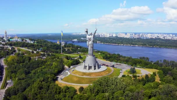 Luftaufnahme des Mutter-Vaterland-Denkmals in Kiew.