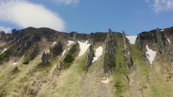 Panorama-Luftaufnahme idyllischer Berglandschaft in den Alpen