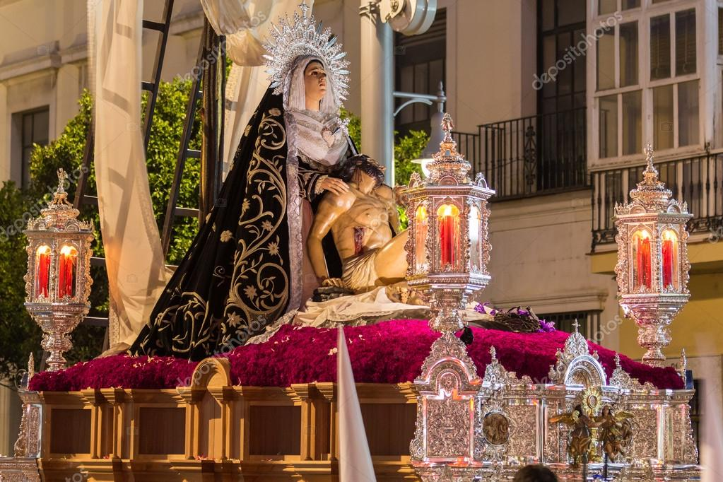 ... Semana Santa - Alabarderos - Madrid 2018   by Oscar in the middle