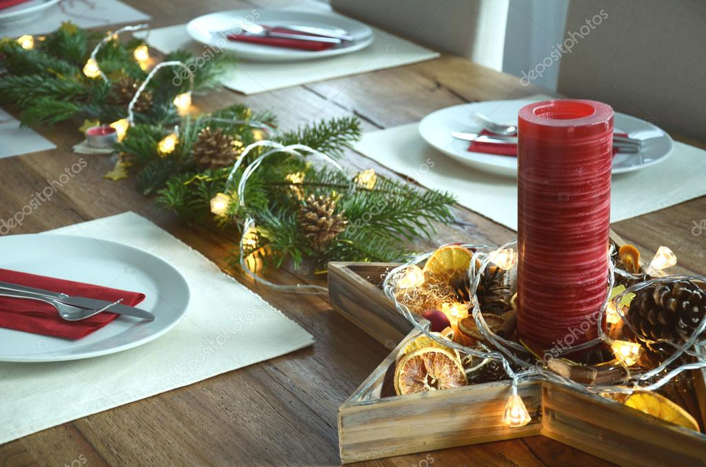 Christmas table decoration with red candle fir tree twigs - Deco de table reveillon st sylvestre ...